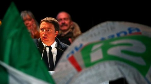 Italy referendum: exit polls predict defeat for Renzi after Austria rejects far right – live